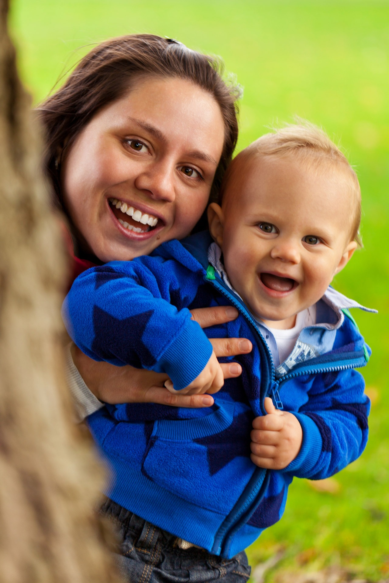 mom_and_baby_boy_in_park_208181